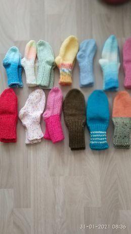 лот от бебешки и детски шапки, чорапки, ръкавици