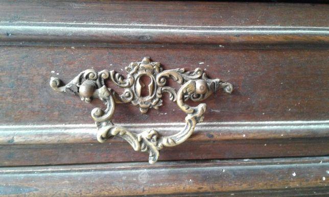 mobila veche cu placa de marmura