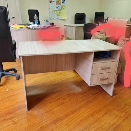 Офисные столы светлые (белые).