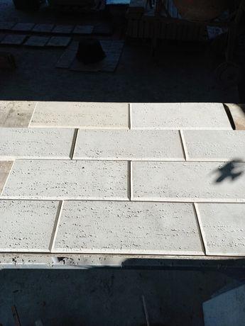Piatra decorativa travertin pentru placat gard sau soclu din beton