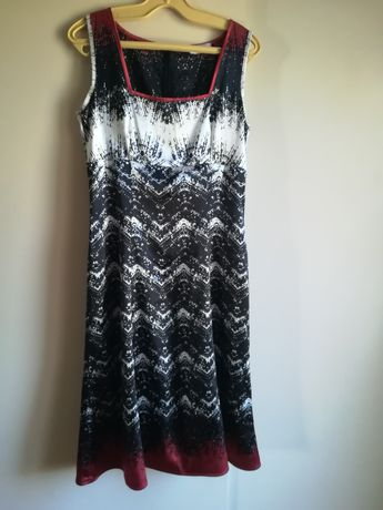 Стилна рокля Daphne