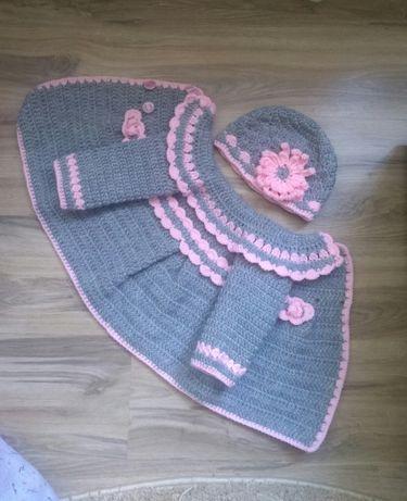 Paltonase si caciulite pentru fetite, crosetate manual