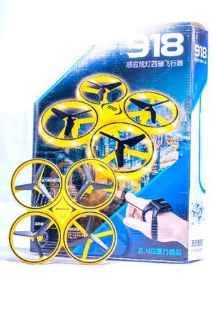 Drona cu telecomanda tip ceas