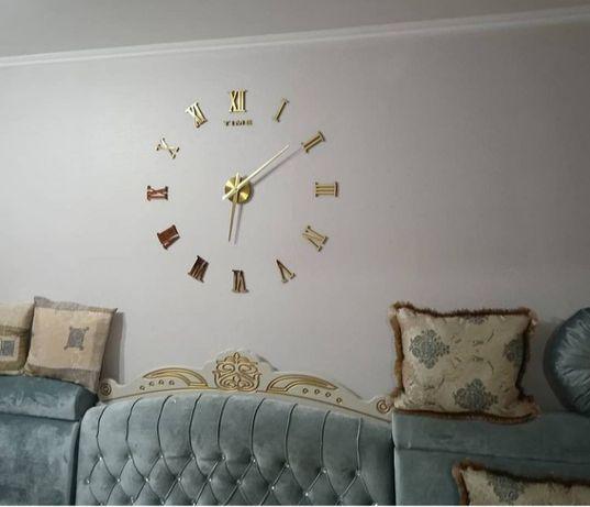 3д настенные час.ы украсят интерьер мебель диван стол гарнитур кухня