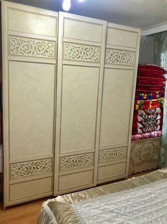 """Продам спальный гарнитур """"Александрия"""" (шкаф, кровать, комод, зеркало"""
