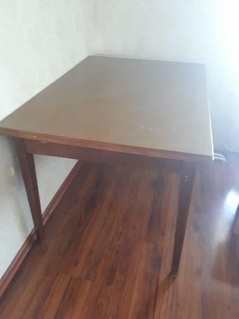Срочно продам стол раздвижной 2,5 метра с табуретками