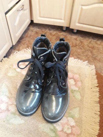 Продам осенние,детские ботинки