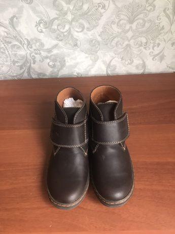 Продам ботинки новые весна осень на мальчика 35-й размер