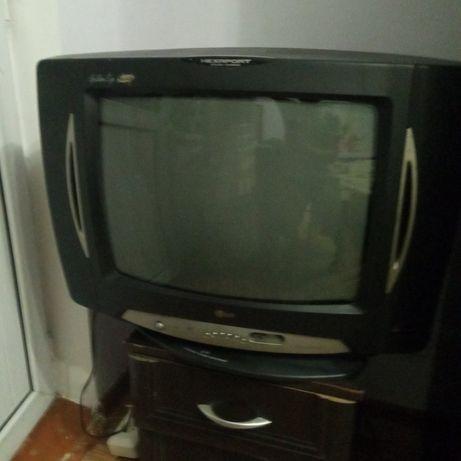 Телевизор LG с пультом. Есть тетрис