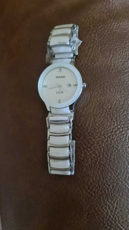 Продавам чисто нов дамски часовник RADO Jubile Centrix