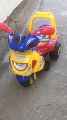 Деткий мотоцикл на аккумуляторе.