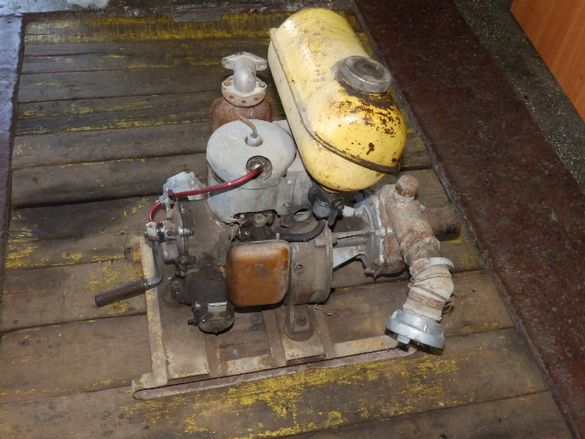 Бензинов генератор за ток, помпа за вода