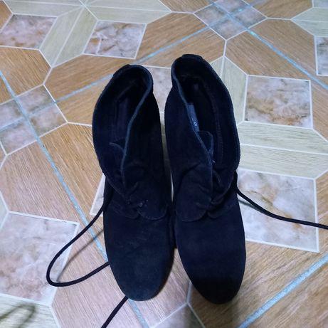 Продам женсукю обувь