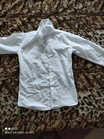 Продам белую школьную рубашку