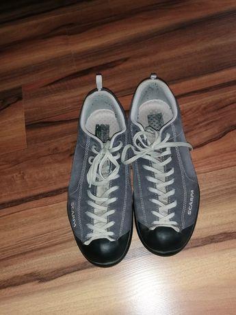 Vand adidasi scarpa