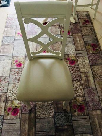 Set din doua scaune din lemn de fag, cu tapiterie din piele ecologica