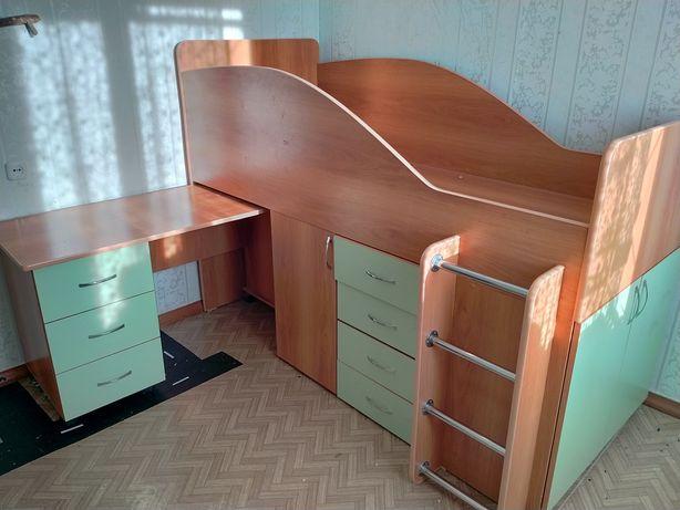 Продам гарнитур кровать, стол