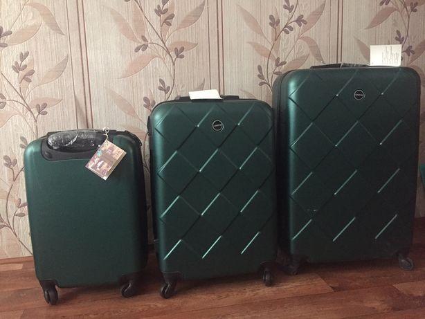 Продаю чемоданы