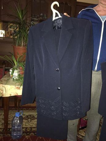 Костюм жен 48 размера состоит из (пиджак, жилет, юбка и брюки)
