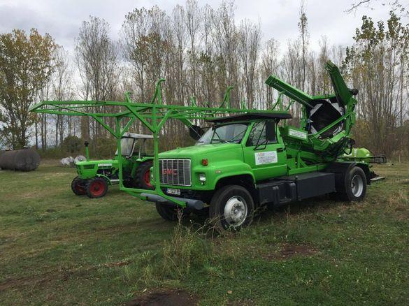 Камион машина за вадене на дървета