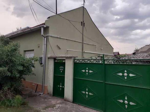 Casa modesta, zona foarte buna, teren generos, Gradiste