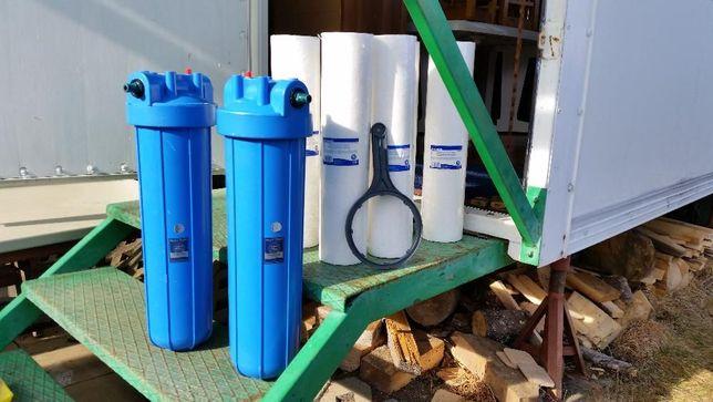 Vand doua filtre pentru apa cu sase cartuse noi.