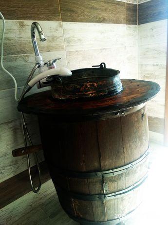 Шкаф за баня от дървено буре и меден съд
