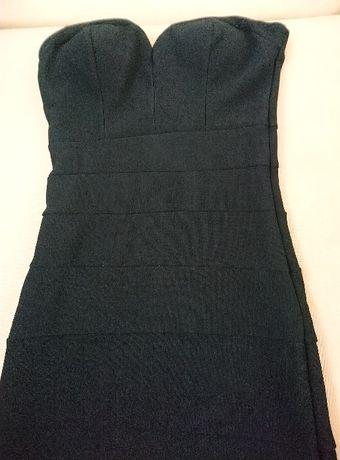Продавам черна дамска къса елегантна рокля тип бюстие