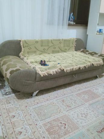 Продам диван. Состояние среднее