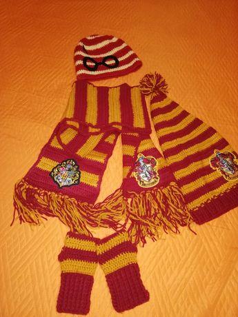 Vand fular + 2 caciuli + mansete Harry Potter