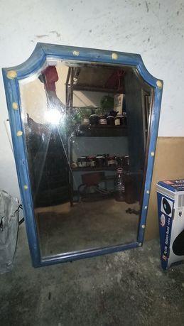 Oglinda cu rama albastra