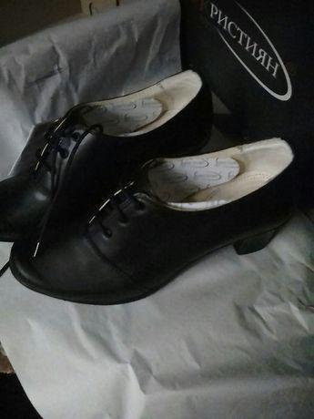 Елегантни кожени обувки