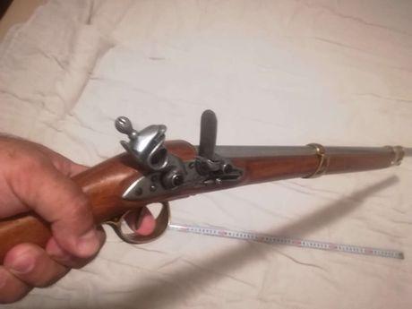 Преднопълнеща пушка, пищов. Реплика на пистолет, револвер, автомат