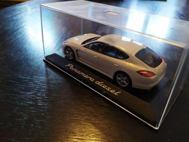 vand macheta Minichamps 1:43 Porsche Panamera