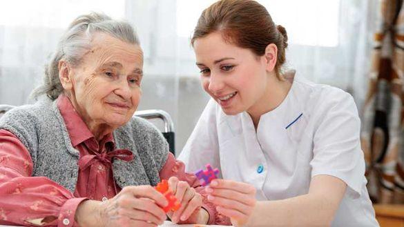 Обгрижване на възрастни хора