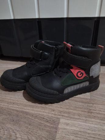 Продам обувь для мальчика 4-5 лет