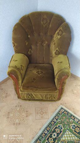 Продам диван и два кресла,в хорошем состоянии