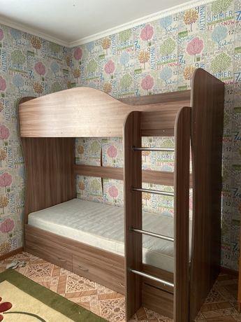 Продаю двухэтажный  кровать