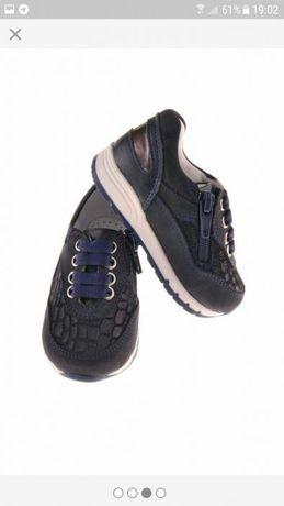 Кожаные кросовки B&G store. 27-30 в наличии.