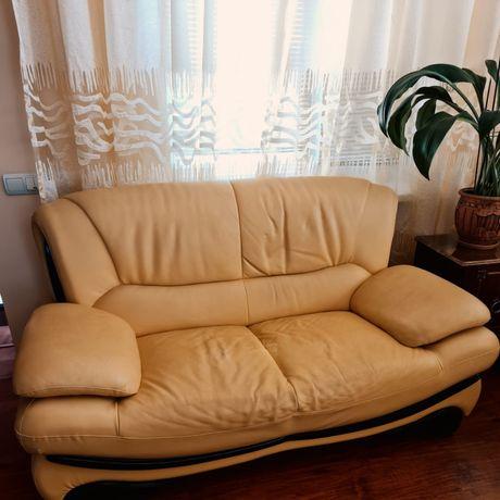Продам кожанный диван 2 шт. (3+2)