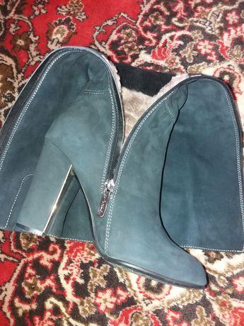 Продаю зимнюю обувь
