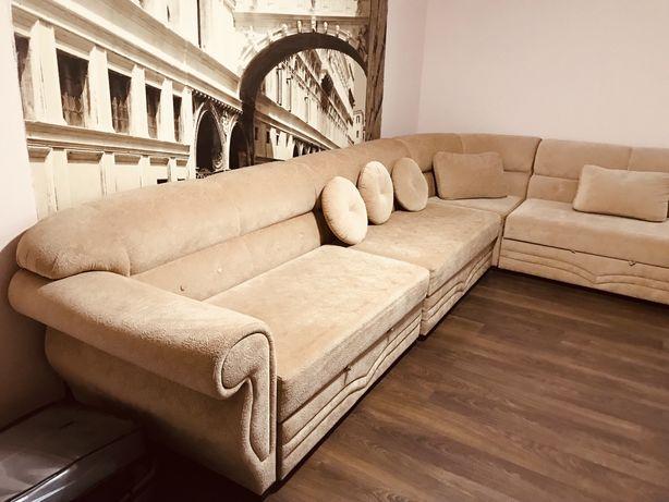Продаеться большой угловой диван для холла и для зала!