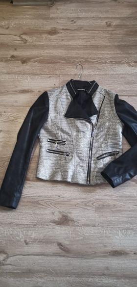 Вталено якенце с кожени ръкави