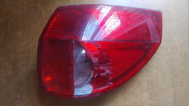 Задний правый фонарь от Toyota Sienna (25) 2006 года