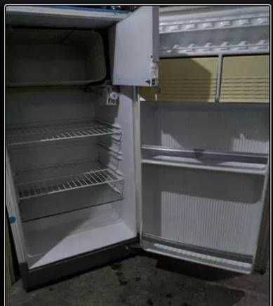 Vand frigider folosit, marca arctic, de marime mica
