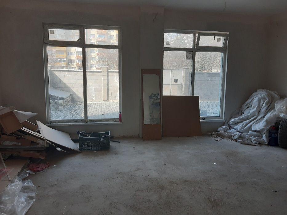 Магазин на ТОП ЦЕНА под Гранд мол Варна 105кв. с паркомясто