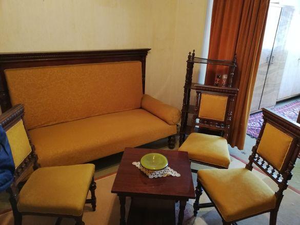 Старинни мебели от орех
