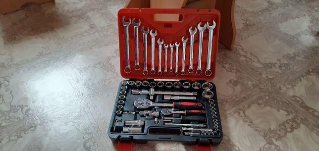Продам новый набор ключей для водителей Фирменный