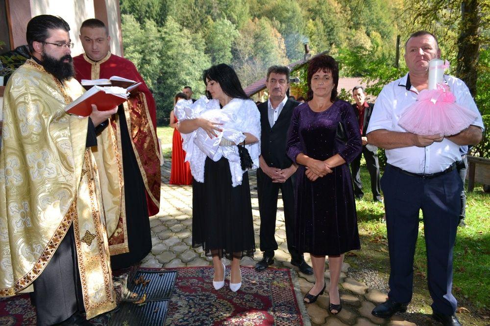 1 Filmare fotografii video foto muzica DJ ursitoare lumini nunta botez Petrosani - imagine 1