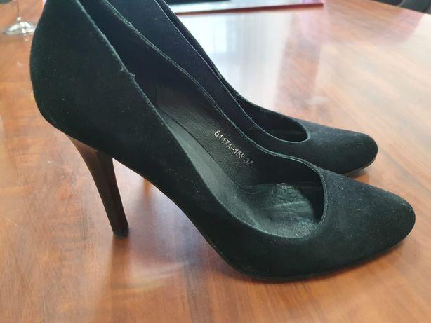 Туфли замшевые продам